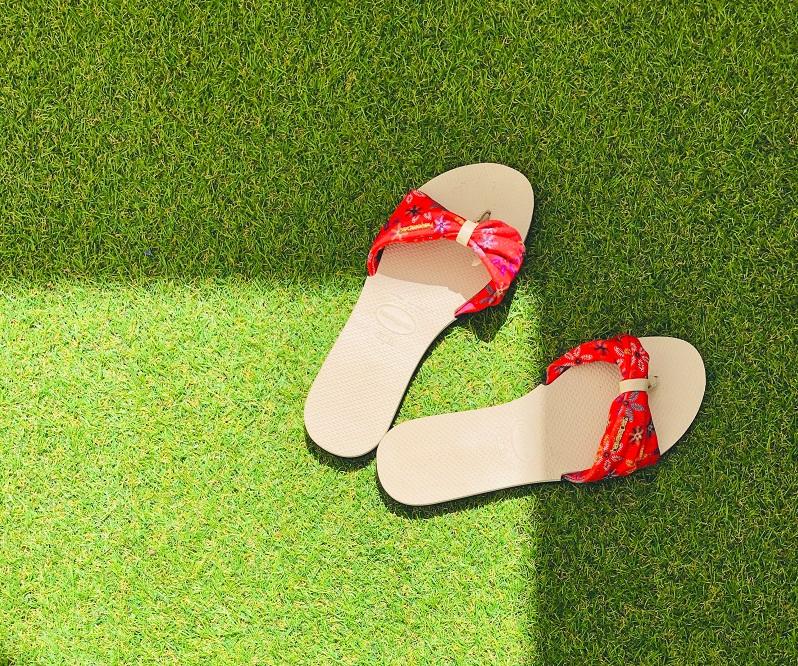 גינה עם דשא סינטטי